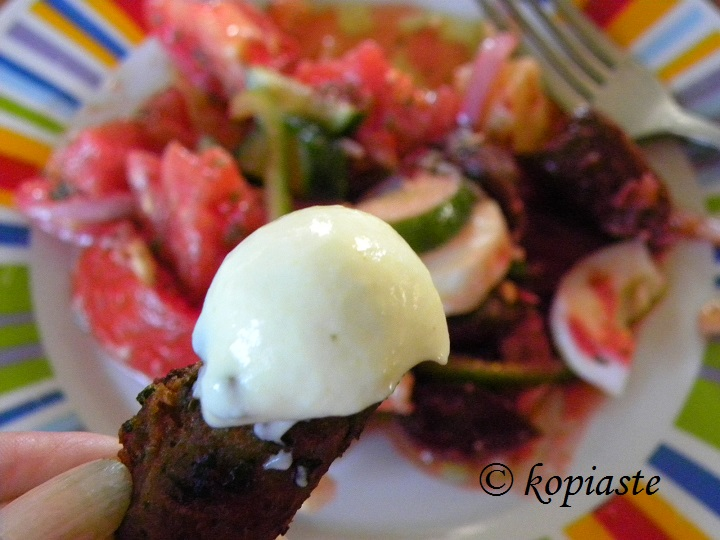 Keftedes with yoghurt sauce