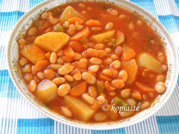 Fassolada (Greek Beans Stew)