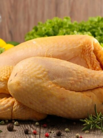 How to clean a whole chicken and then disinfect the utensils and surfaces