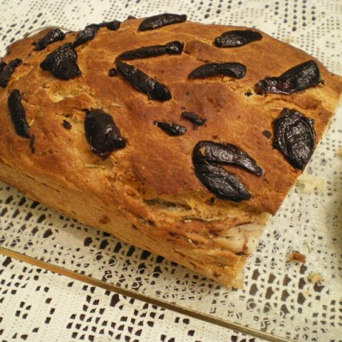 olive bread cut image