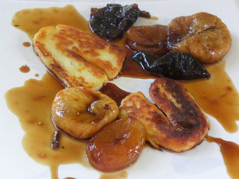 Halloumi with caramelized fruit photo