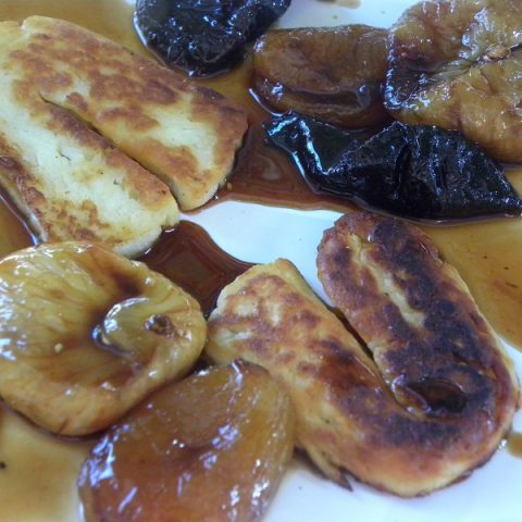 Halloumi with caramelized fruit image
