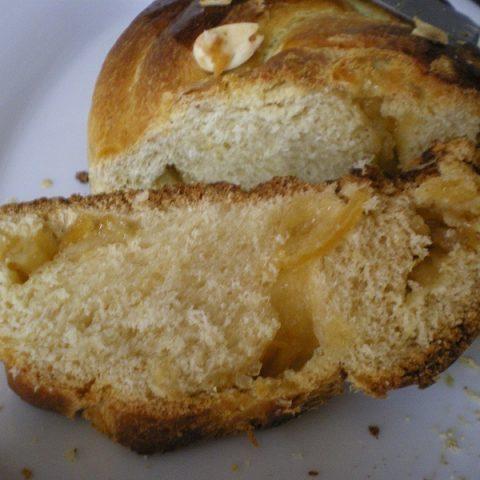 Tsourekia with lemon marmalade filling