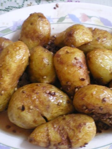 Patates Antinahtes (Cypriot Baby Potatoes)