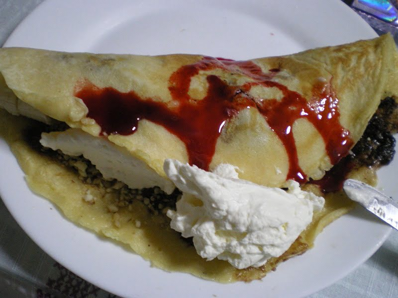 Crepes with cherries image