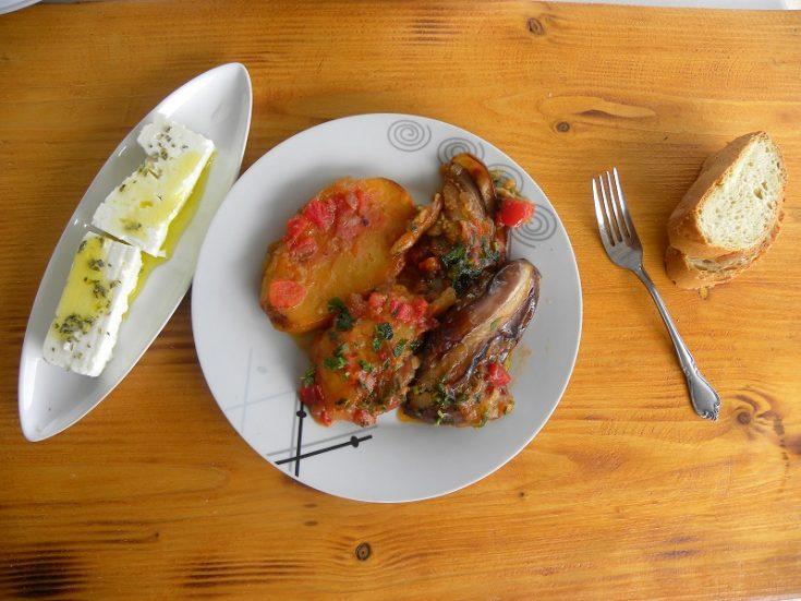 Vazania (melitzanes) giahni (stewed eggplants)