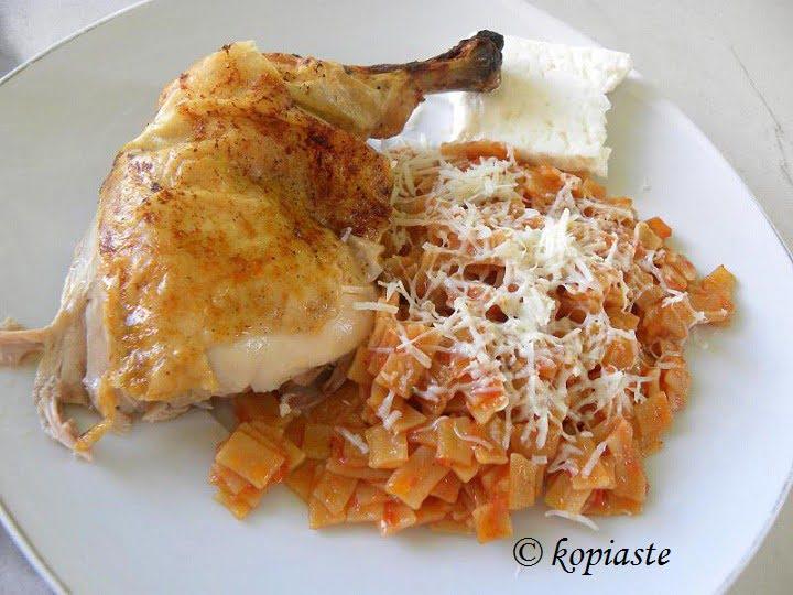 Chicken and hilopites Kotopoulo me hilopites image