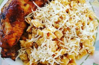 Chicken thigh with hilopites pasta image