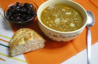 Fakes Soupa Greek lentil soup picture