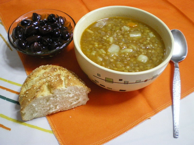 Fakes Soupa Greek lentil soup picture
