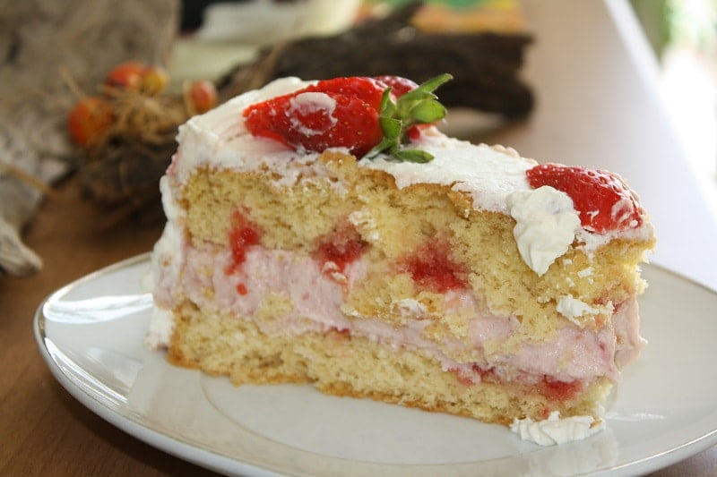 White Chocolate and Strawberry Mousse Cake2