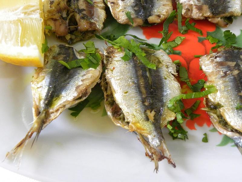 Sandwiching sardines picture