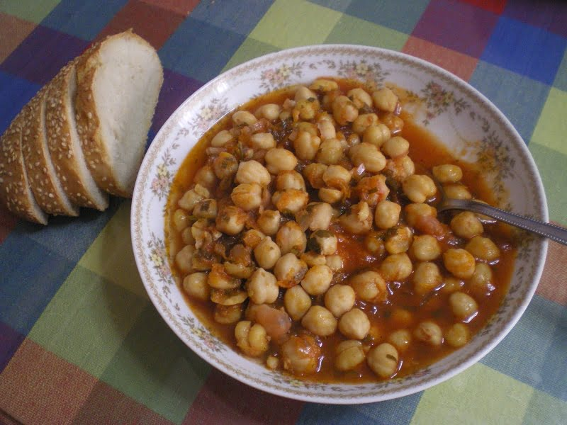 Revithia sti Gastra stewed chickpeas picture