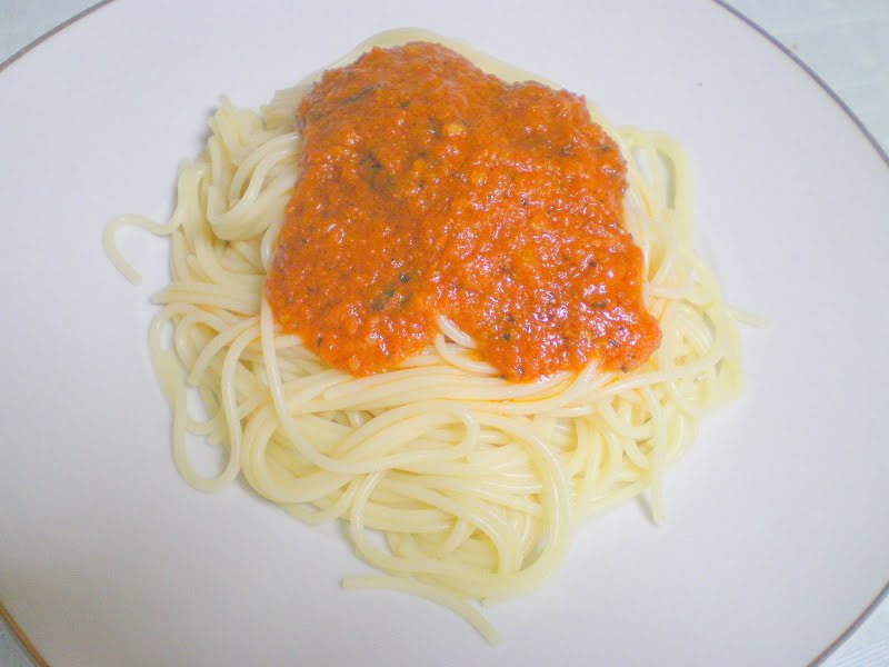 spaghetti with marinara sauce image