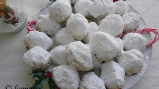 Melt in your mouth Kourabiedes