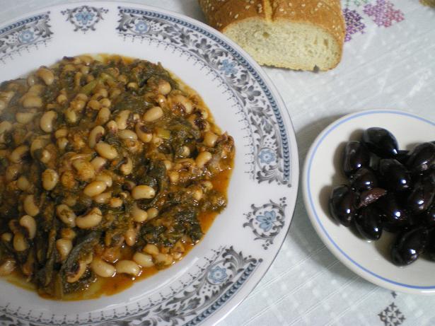 Louvi – Mavrommatika (Black eyed beans) in tomato sauce