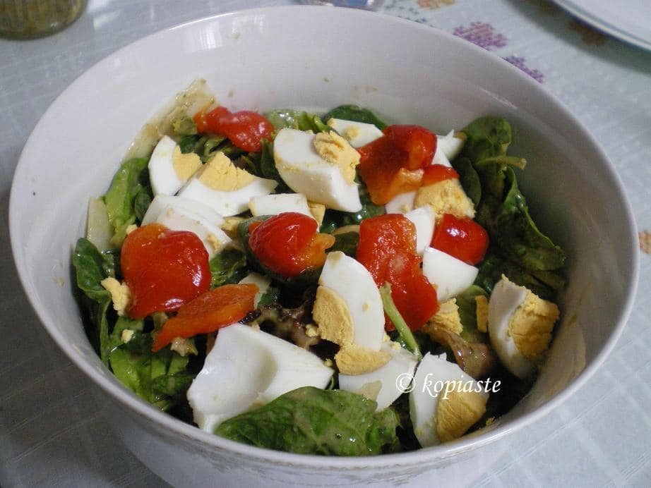 Spinach salad with eggs and red sweet roasted peppers
