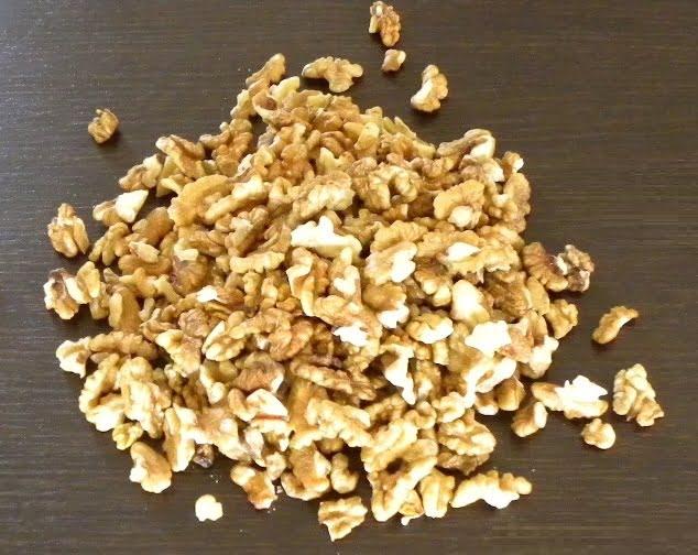 Shelled walnuts image