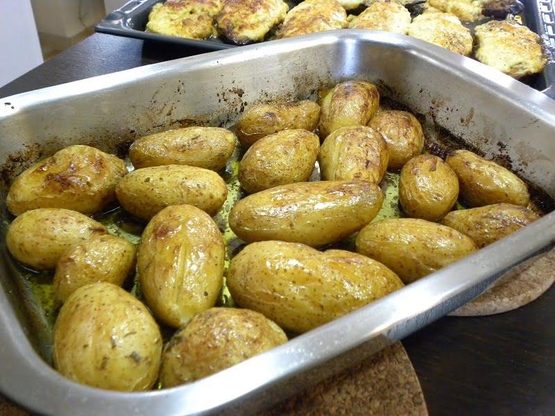 Patates Lemonates my way (Lemony Greek roasted Potatoes)