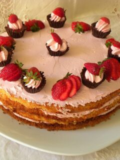 Chocolate cupcake & strawberry mousse cake image