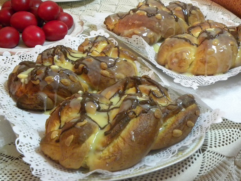 Greek Easter bread with chestnut filling and chocolate image