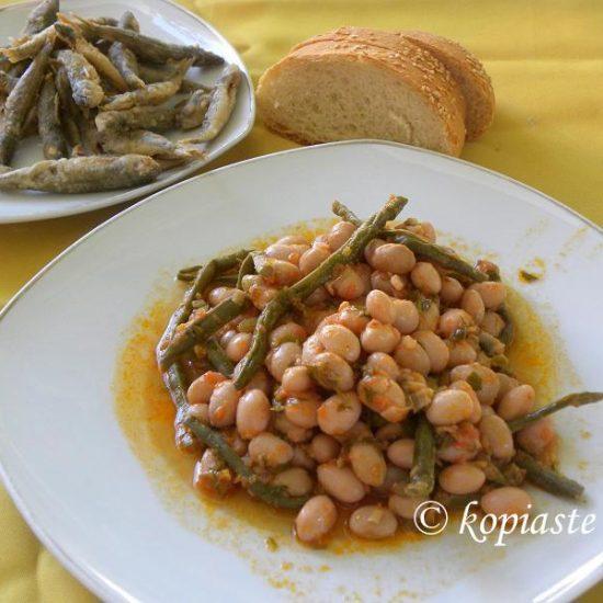 Fassolia Hantres Giahni or Barbounofassoula (Stewed Borlotti Beans)