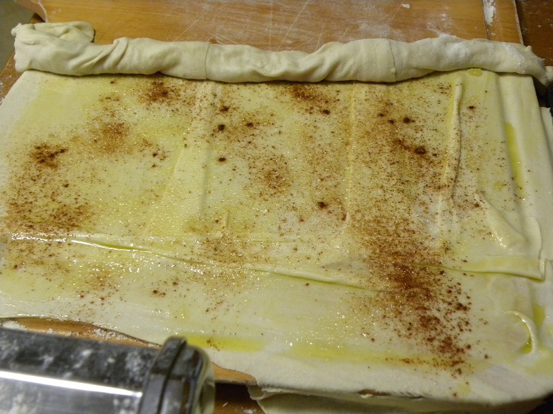 Joining two pieces of phyllo to make pischies image