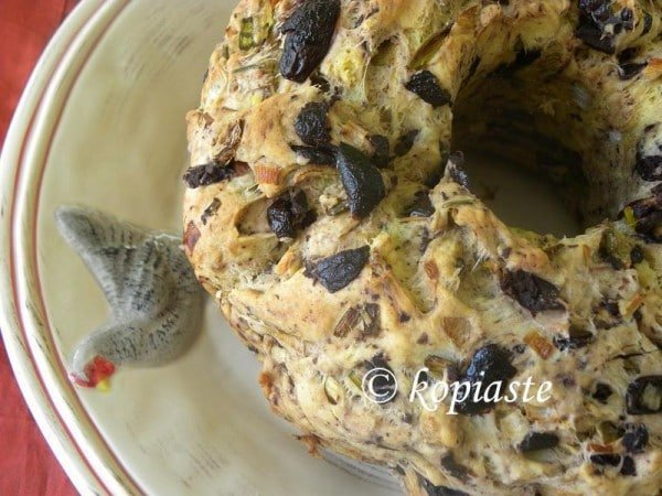 Eliopsomo me Dendrolivano (Olive Bread with Rosemary)