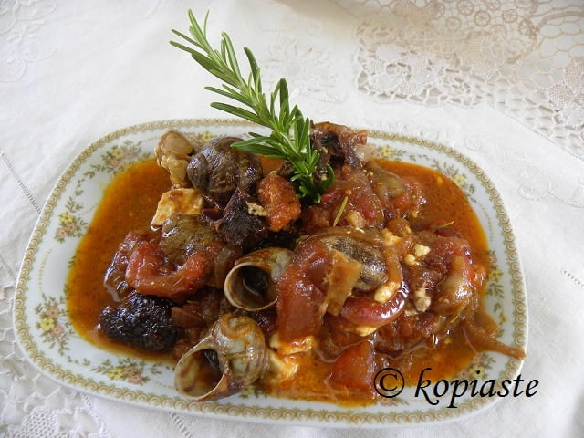 Snails in tomato sauce picture