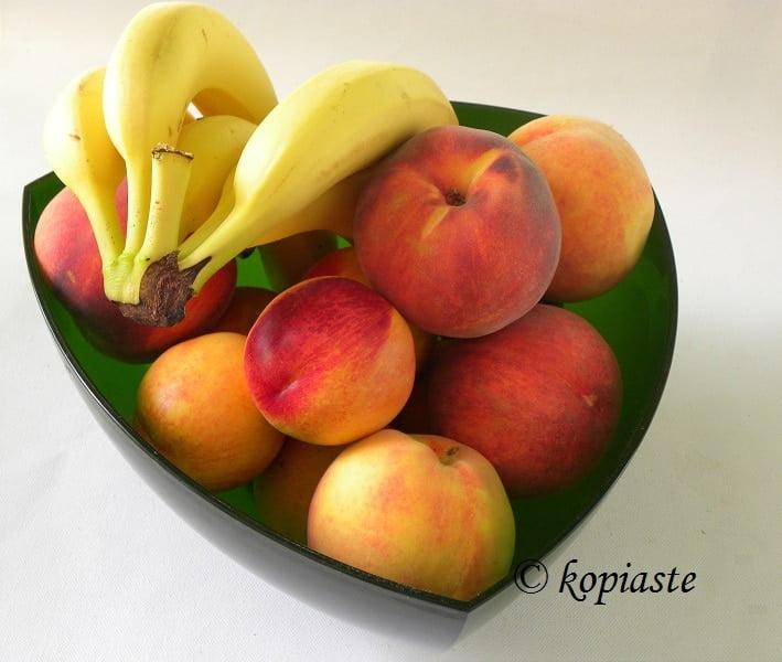 Fruit bananas peaches