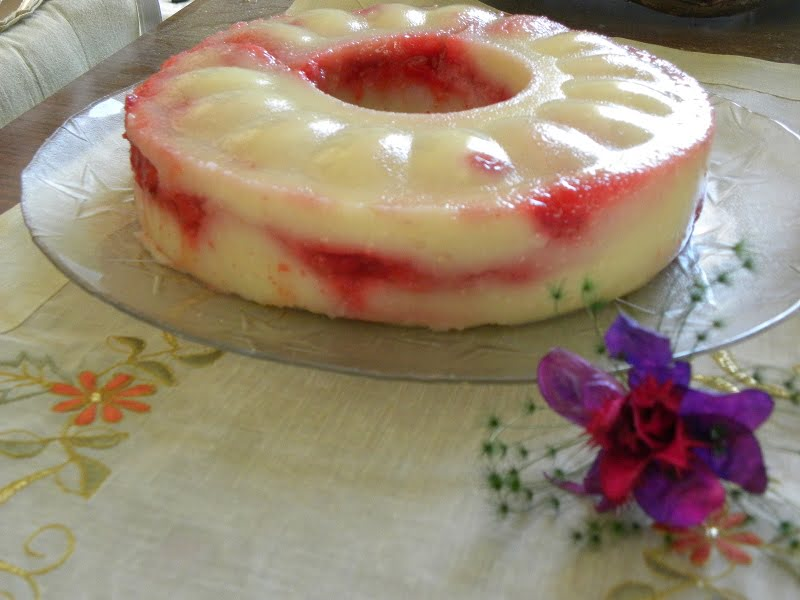 Almond and strawberry halvas photo
