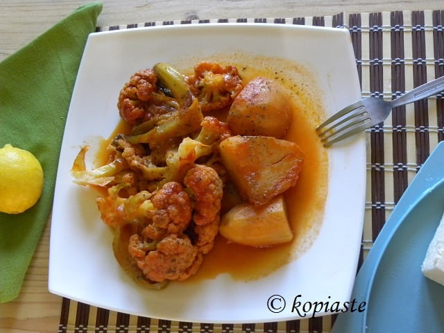 Kounoupidi me Patates Kapamas (Stewed Cauliflower with Potatoes)