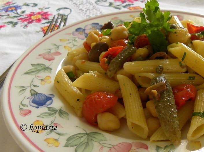 Penne with Mushrooms and Cherry Tomatoes