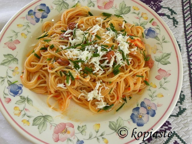 Spaghetti with Sausages, Red Pepper Sauce and Buffalo Cheese