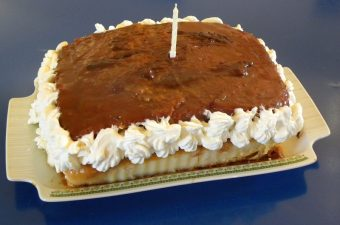 Sponge cake with salted caramel image
