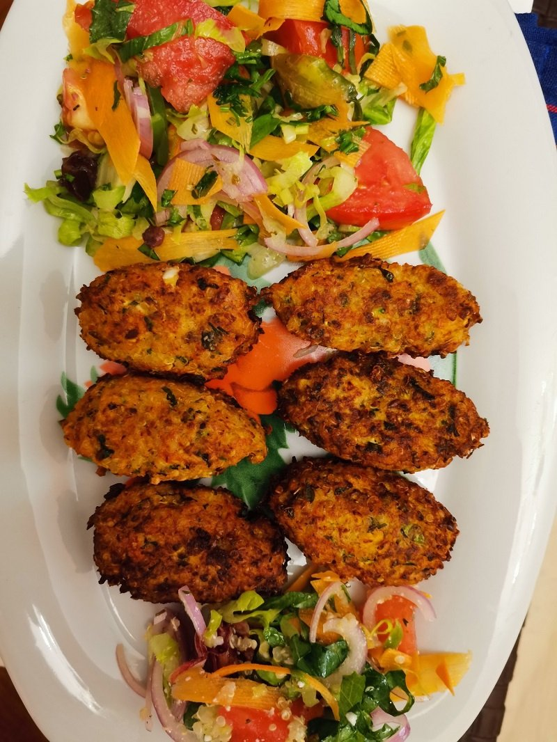 Vegetable fritters with quinoa image