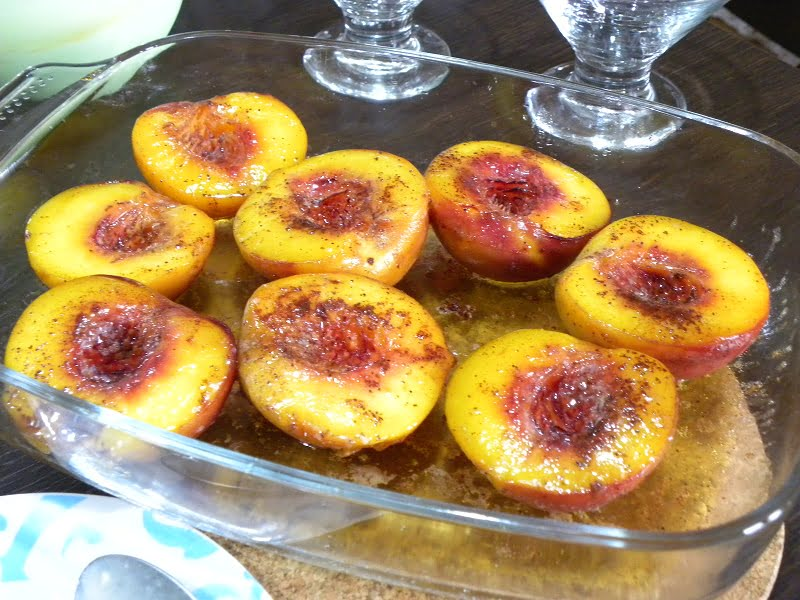 Baked peaches wth honey, butter and cinnamon image