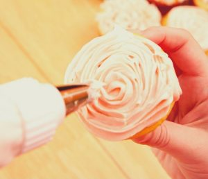 Buttercream decoration for your cakes or cupcakes