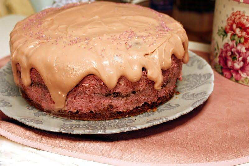 Demetris strawberry fraoulita cake