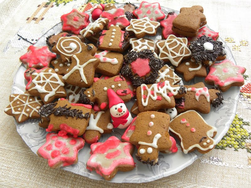 Gingerbread Cookies with Carob Syrup