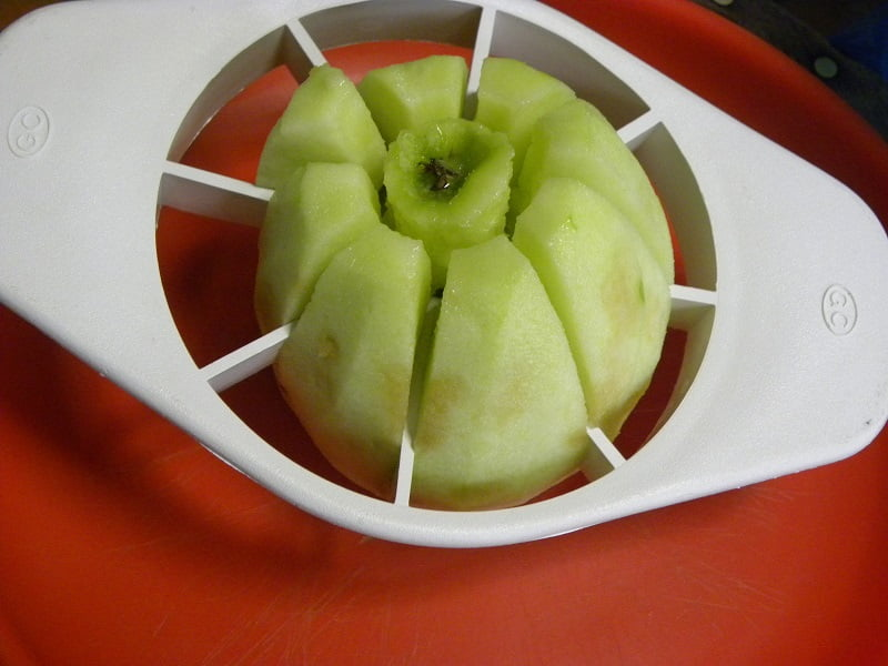 cutting-the-apples-into-slices-image