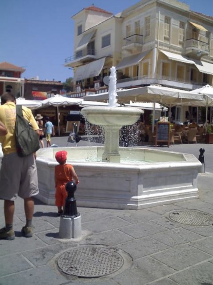fountain at Chania image