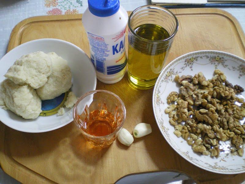 Skordalia ingredients image