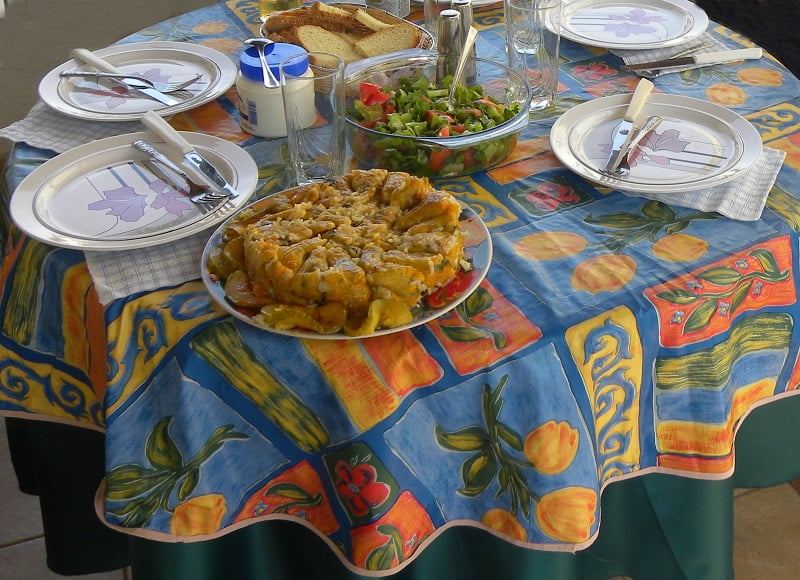 Table with Cypriot food and athoi image